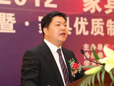 左右家私董事长黄华坤:国内家居行业会……